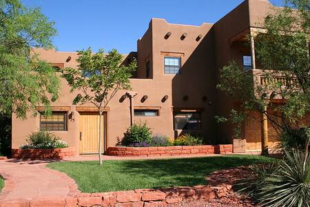 Luxurious Cathedral Suite by Red Rock Crossing - Sedona - Apartamento