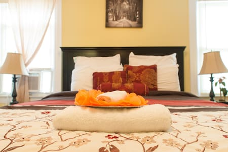 Jupiter Suites w/ Parking- JFK - Queens - Bed & Breakfast