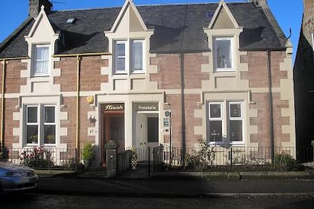 Single room with private bathroom - Inverness - Bed & Breakfast
