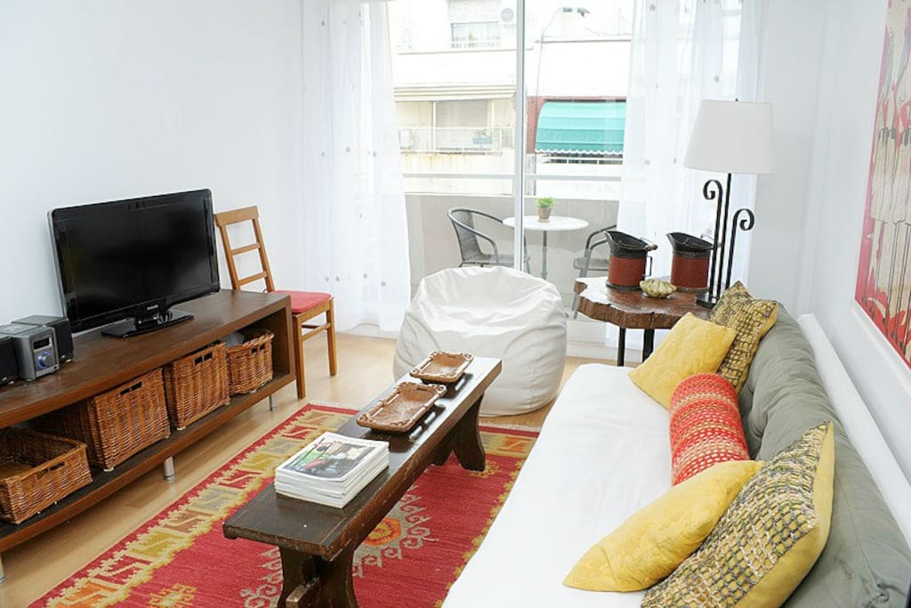 COMFY SOFA + LCD TV WITH CABLE