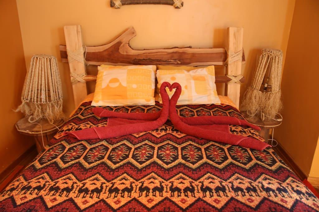 una cama orgánica de eucalipto natural