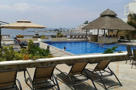 Great beach house in golf course - Manzanillo - House