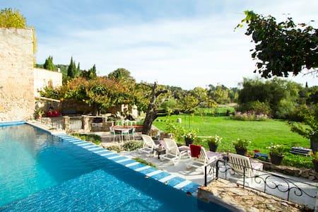Bergerie paradisiaque avec piscine  - House
