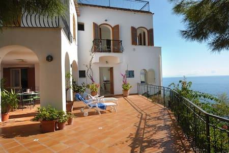 Villa Gisa on the rock - Haus