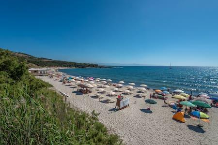 Isola on the beach 50m dal mare - Isola Rossa - Leilighet