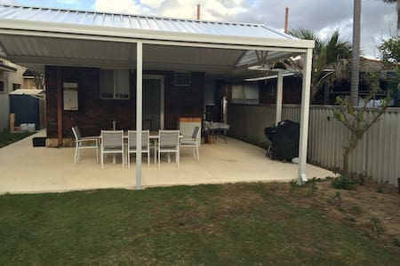 homely 2 bed1 bath, great location! - Innaloo - House