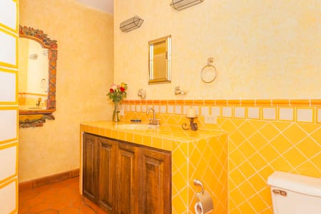 The Yellow Room in town center - San Miguel de Allende - House