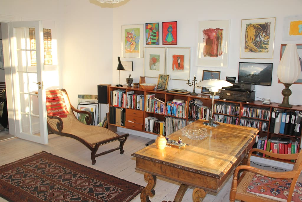 Livingroom with hardwood furniture