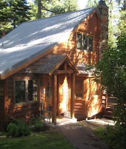 Cozy cabin with a view of the lake - Carnelian Bay - House