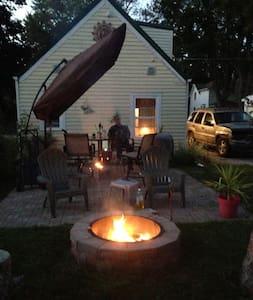 Tiny House Living Experience - Algona - Cabin