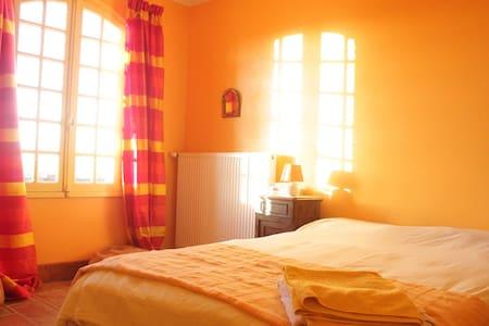 La mystérieuse chambre jaune  - Bed & Breakfast