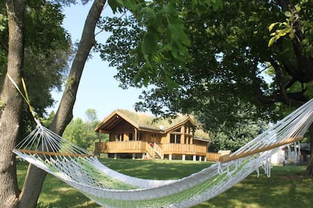 Cozy Waterfront Cottage - Sleeps 10 - South Stormont - Alpstuga