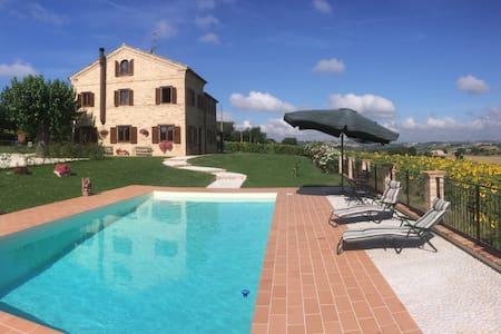 Luxury 4-bedroom villa with pool. - Recanati