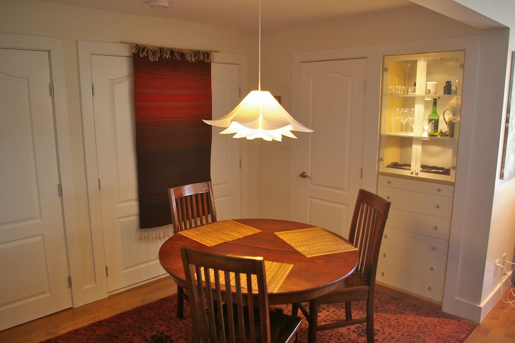 Dining area with built-in cabinet