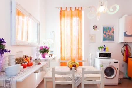 Rome Central Testaccio En-Suite Room (Yellow) - Inap sarapan