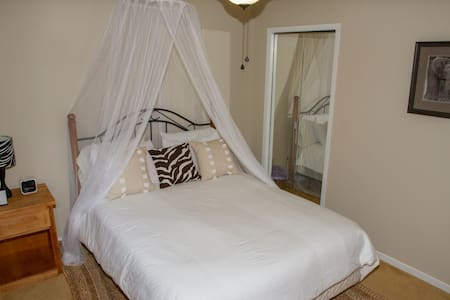 Heath Haven B&B- Safari Room - Port Perry - Wikt i opierunek
