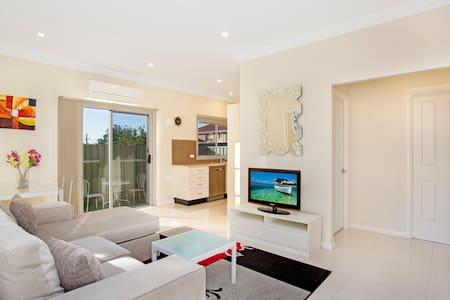 Modern Garden Villa Sydney Nth Ryde