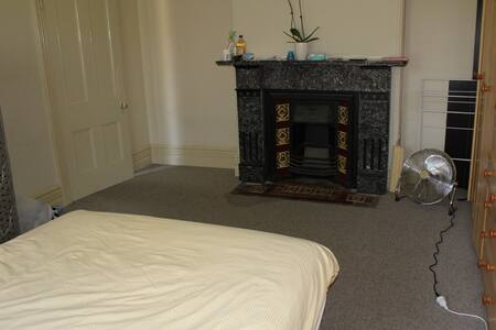 Large double room - Marrickville - House