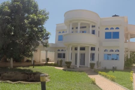 White house in Ghana - Accra - Bed & Breakfast