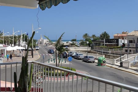 2 Habitaciones independientes en Oliva playa - Huoneisto