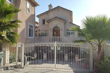Quiet & clean room on upper floor - Monterey Park - Σπίτι