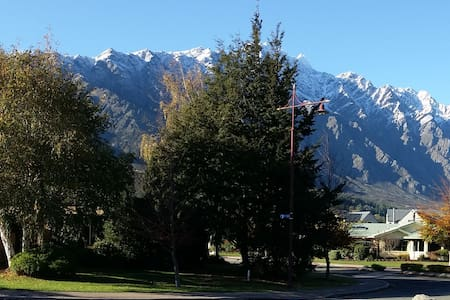 Mountain views close to Airport - Queenstown