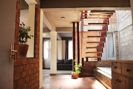 Awesome modern duplex flat U.N Park - top floor - Patan