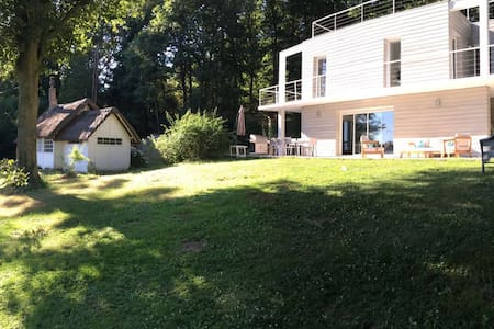 Maison d'architecte en pleine nature/ 4 chambres - Casa