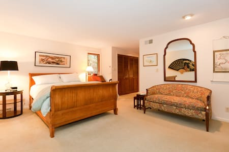 Comfortable Bedroom with Spa Bath - Manchester - Bed & Breakfast