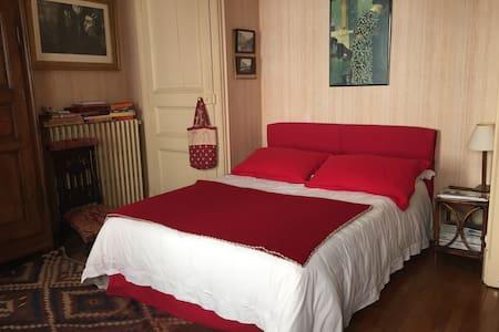 Belle chambre en plein centre ville - Appartement