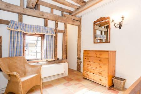 Rose Cottage Converted Barn Surrey - Cobham - House
