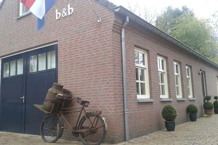 BEDENBREAKFASTHET LOO rolstoelkamer - Szoba reggelivel