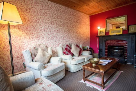 The Gatekeepers Lodge at Plas Dinas - Caernarfon - Casa