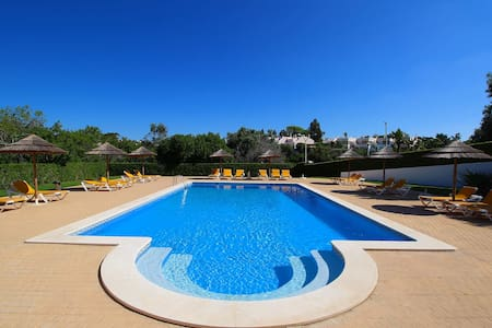 Townhouse Mia, Panoramic views of countryside, 2 Bedroom, Sleeps 6, Air-con & Communal Pool - Carvoeiro - House