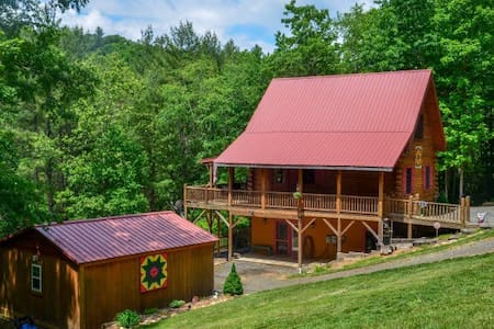 Private NC Mountain Log Cabin - Talo
