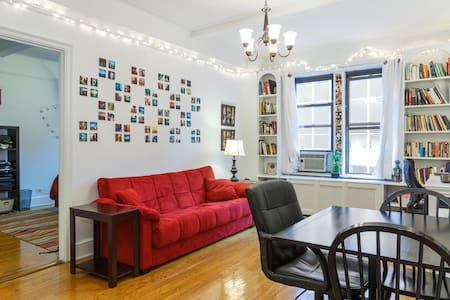 Just 330 ft. from the 6, M & E train and great restaurants/bars! The apt. has a big living room with a fold down queen futon, king memory foam bed in the b/r, hardwood floors & high ceilings. The building has a 24hr doorman and elevator, too.