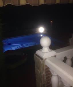 chalet  con piscina  mínimo un año - Hus