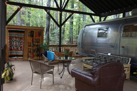 Experience Airstream Glamping - Husbil/husvagn