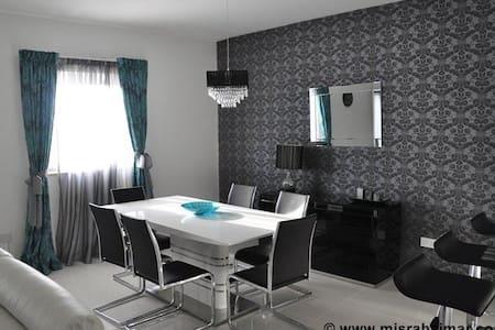 Designer finished apartment - Qala - Apartamento