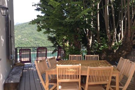 Gîte*** (8pers) vue sur le lac  - House