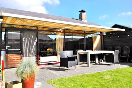 Bungalow 30 in Sint Maartenszee - House