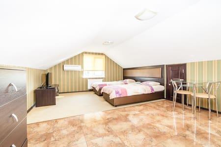 Уютный номер в мини отеле - Bed & Breakfast