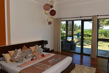 Flo Luxury Villa and Guesthouse - Villa