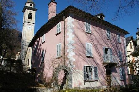 Villa dell'800 con parco secolare - Huvila