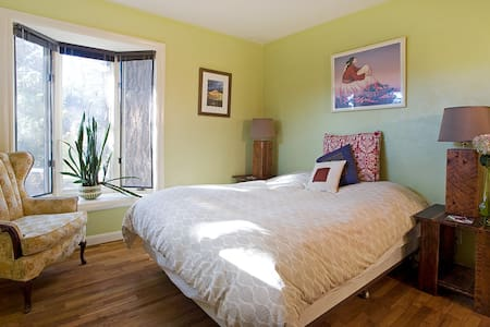 6th Street Slumber - Queen size Bed - Bend - House