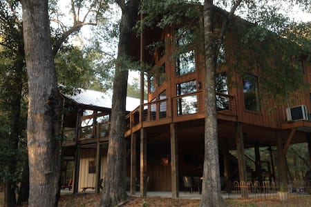 Lazy Leaf River Estate - Cabane