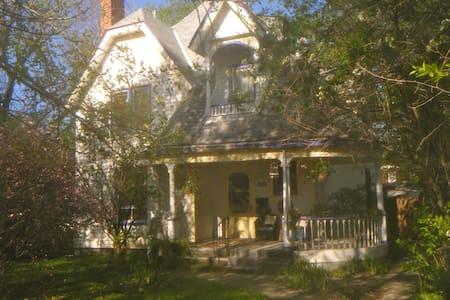Vintage Victorian Charm - Ház