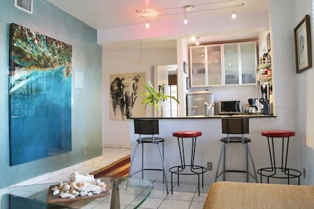 DESIGNER 2/2 APT HEART OF S. BEACH