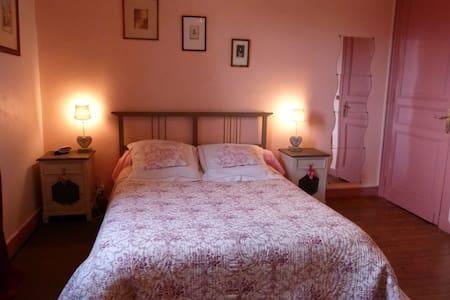 """BnB """"Candy pink"""" en Dordogne France - Bed & Breakfast"""