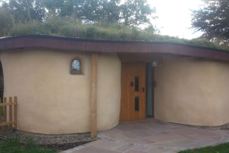 Room type: Entire home/apt Property type: Bungalow Accommodates: 3 Bedrooms: 0 Bathrooms: 1